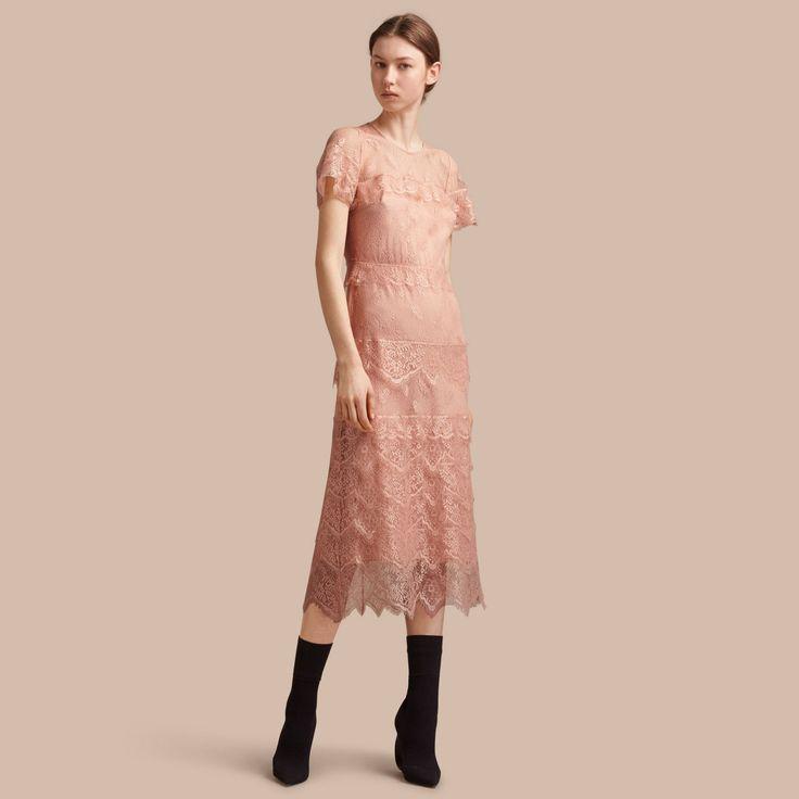 Элегантное узкое платье из прозрачного многослойного кружева с изысканным растительным рисунком. Изделие работы итальянских мастеров дополнено шелковой подкладкой.