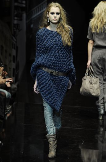 Truly my style!!! Awesome capelet/poncho
