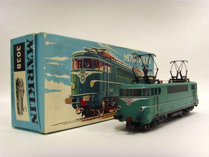 Salle des ventes ABC : MARKLIN, échelle H0, locomotive BB 9223 pour la SNCF, réf 3038, état : excellent, léger manque à la peinture argent