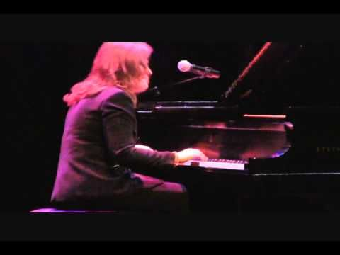 "How to play ""Happy Birthday"" Like Beethoven, Chopin, Brahms, Bach and Mozart - YouTube"