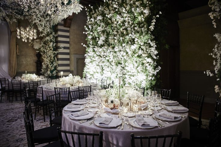 White flowers centerpiece, Jasmine background walls.