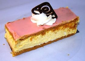 TOMPOUCE Dutch custard slices are usually covered with an enamel ...