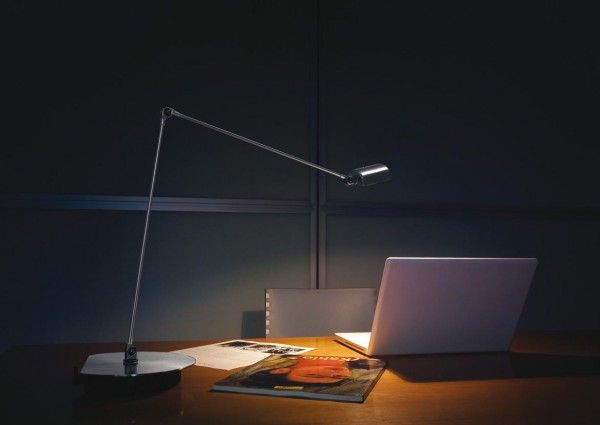 A range of lamps made out of metal, with hadjustable arm and 360° rotating head. #Cloe by #Lumina