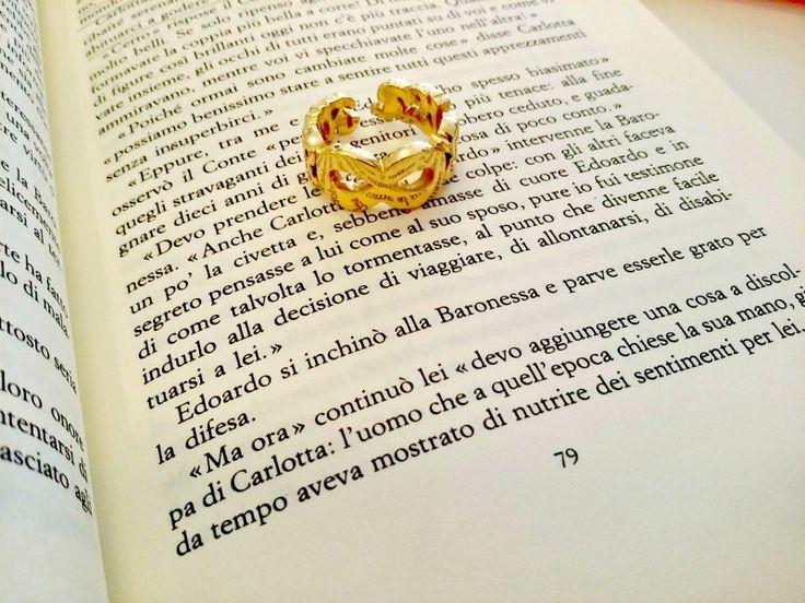 Piccole #curiosità:L'origine dell'#anello è molto antica.La sua forma circolare che ricorda l'Uroboro(un serpente che si morde la coda) lo fa identificare come simbolo di eternità..In un senso più limitato, l'anello è anche il #simbolo della vita materiale e terrena,si usava sfilare gli anelli ai morti per permettere il loro distacco dalla #terra. #buodi #pavièBijoux #ring