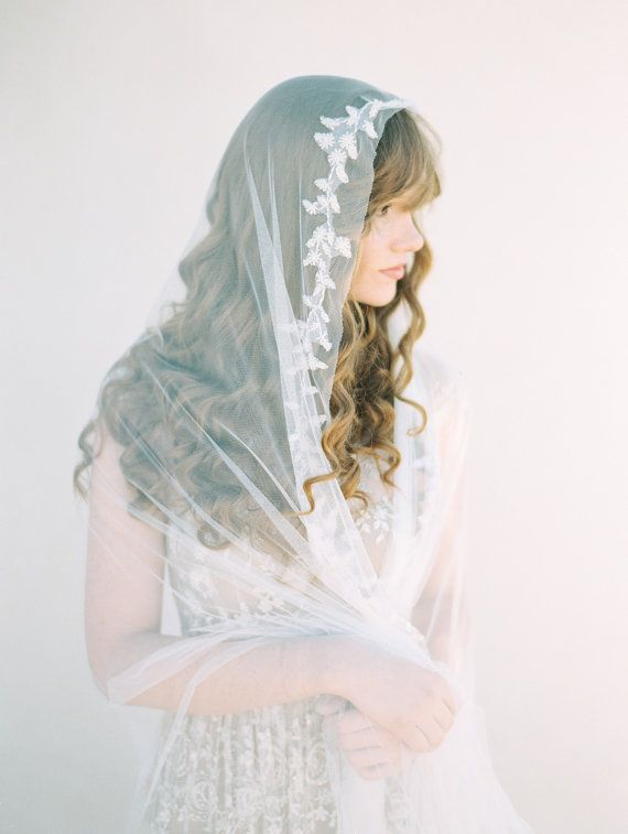 We're swooning for this delicate beaded mantilla veil in chapel length (Photography by Brumley & Wells)