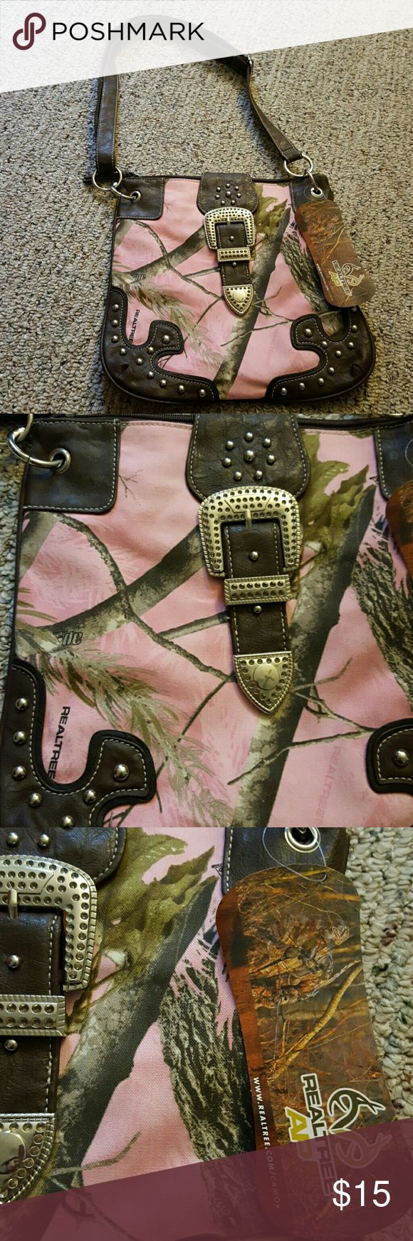NWT Realtree pink camo purse NWT Realtree pink camo purse. Adjustable strap, zipper and button closure. Inside storage compartments. Measures approximately 11' width, 12' height. As pictured, small snag on back. Realtree Bags Shoulder Bags