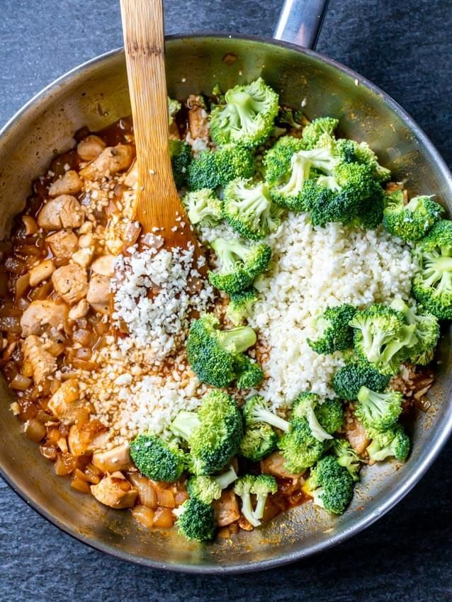 Cheesy Cauliflower Rice With Broccoli And Chicken Recipe Cauliflower Recipes Broccoli Chicken Recipes Chicken Recipes