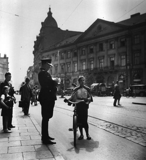 Roman Vishniac / This Jewish girl does not have a licence for her bicykle / Warsaw, 1937