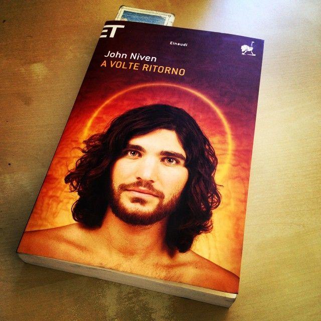 """""""A volte ritorno"""" - John Niven #twittamiunlibro #bibliotecaideale #libri #leggere #lettura #cultura #books #reading #read"""