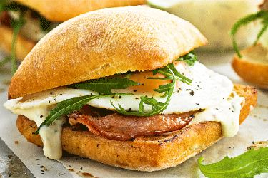 Bacon and egg buns with garlic mayonnaise