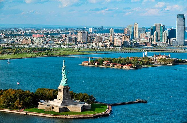 15 THINGS NOT TO DO IN NEW YORK CITY-Don't go to the Statue of Liberty:
