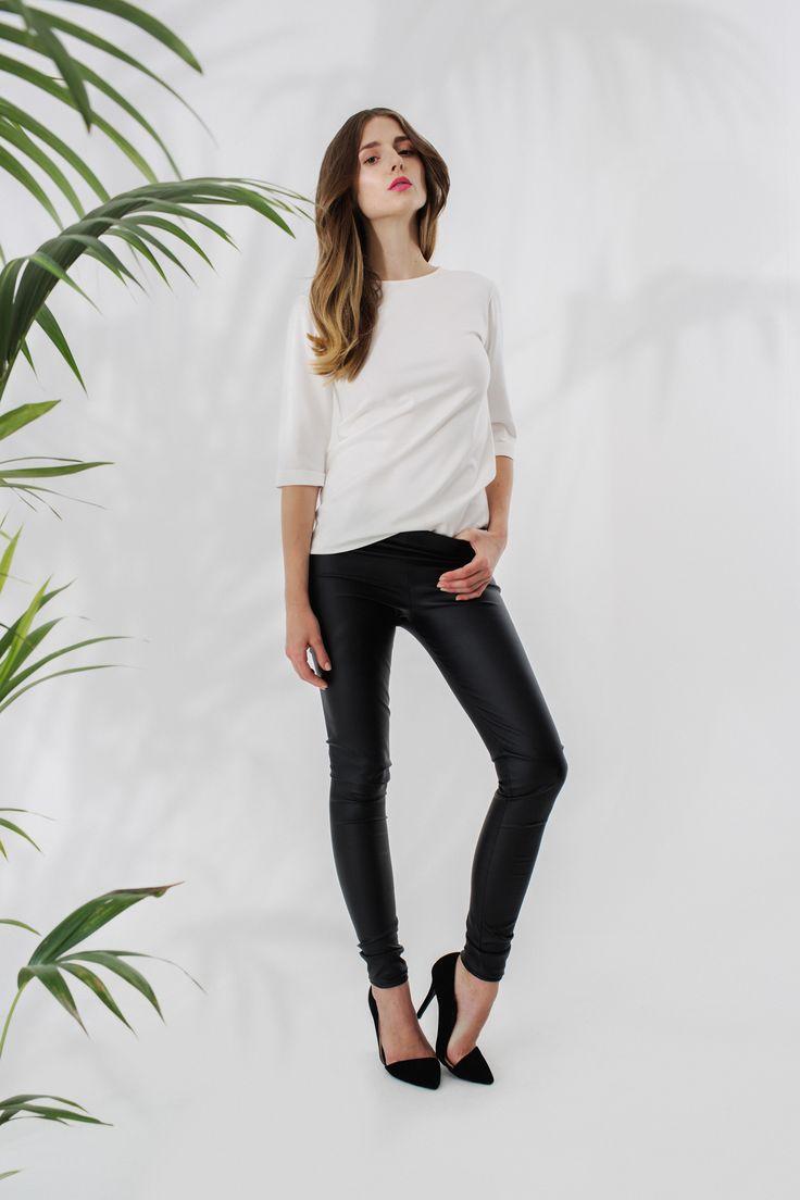 Biała bluzka z zamkiem + skórzane rurki