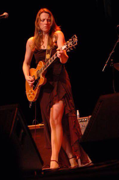 Susan Tedeschi, bad ass guitarist and vocalist