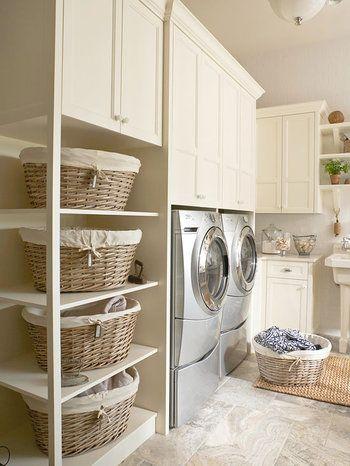 汚れた洗濯物など、できるだけ隠しておきたいのがランドリールーム。大き目のカゴを用意しておけば、分けておきたい洗濯物なども、ナチュラルで可愛らしく隠すことが出来ます。また、大小様々なタオルを収納しておくのにもピッタリです。