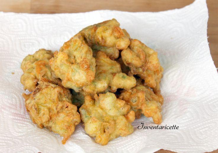 Tipiche della migliore tradizione napoletana, le frittelle di fiori di zucca sono perfette come antipasto, aperitivo, o accompagnate a salumi e formaggi.