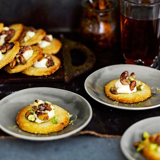 Gluteenittomat pikkuleivät syntyvät mantelijauhosta.