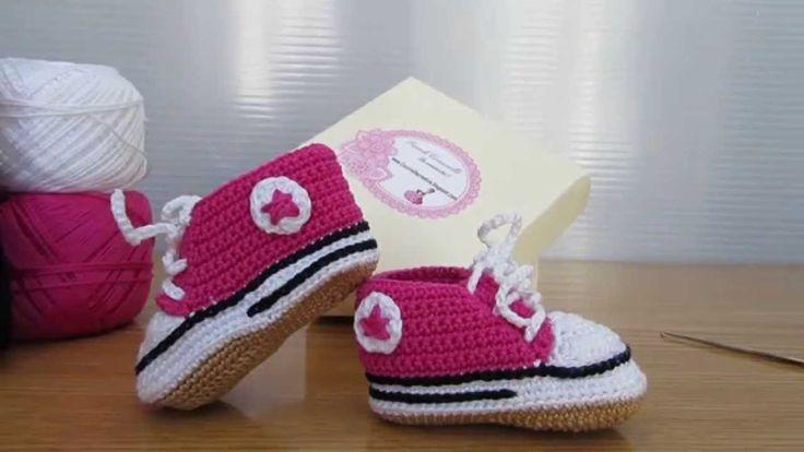 Scarpette realizzate a uncinetto, stile Converse, realizzate a mano. Shoes made in crochet, Converse-style, hand-made.