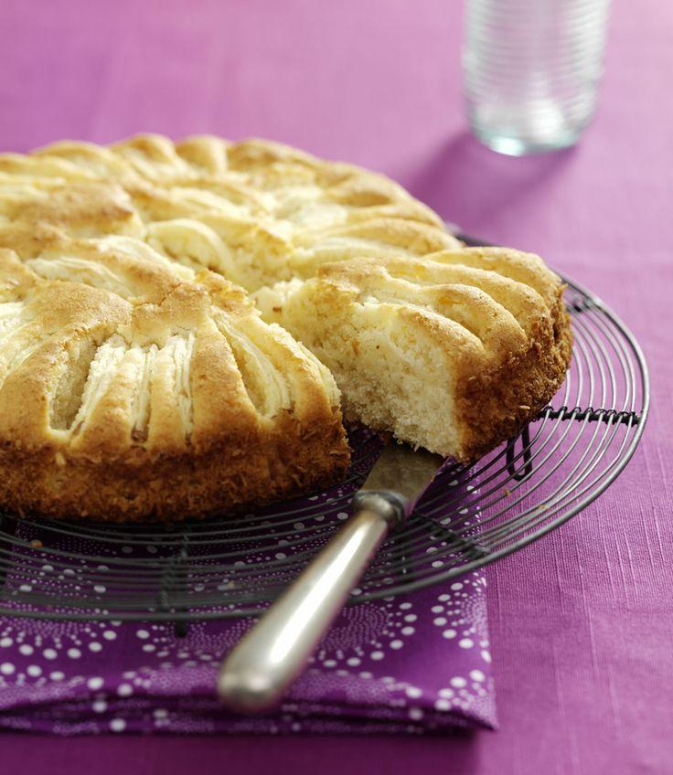 #Gluteeniton #omenakakku maistuu kookoksen ystäville. Kokeile tarjota sitä vaniljakastikkeen, -jäätelön tai -rahkan kera. Kurkkaa #resepti: http://www.dansukker.fi/fi/resepteja/gluteeniton-omenakakku.aspx