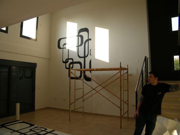 Montaje vinilo en pared l 39 eliana valencia vinilos for Vinilos pared valencia