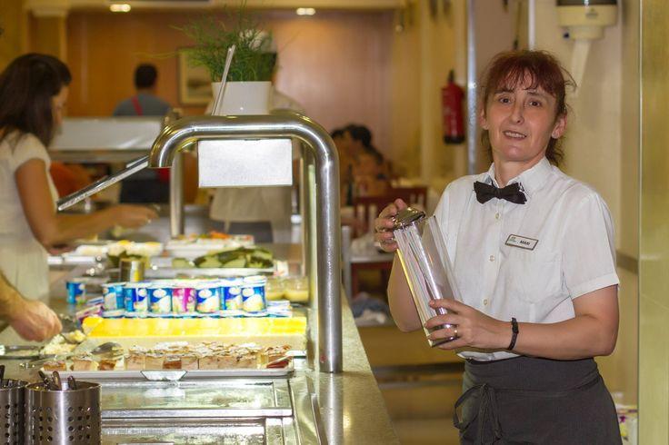 Nuestra simpática camarera Mari! #HotelCarlos1 #Hotel #Benidorm #Equipo #Humano #CostaBlanca #Beach