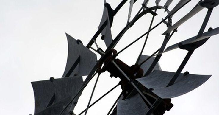 Como construir uma turbina eólica de baixo custo para produzir energia. Turbinas eólicas baratas, capazes de gerar pequenas quantidades de energia elétrica, podem ser construídas com canos de plásticos e motores de esteira. Os canos de plástico podem ser cortados num ângulo para formar pás de turbinas eólicas, que são montadas num cubo sobre o eixo do motor da esteira. Essas turbinas de vento produzem correntes ...