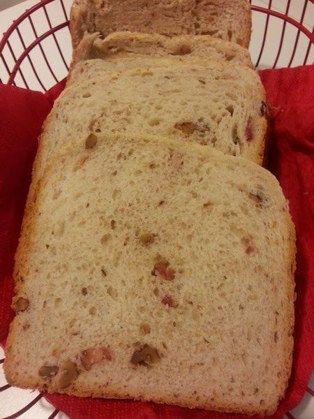Tra i tipi di pane che faccio con la macchina del pane , questo è forse il mio preferito perché è sofficissimo e saporito: a un impast...