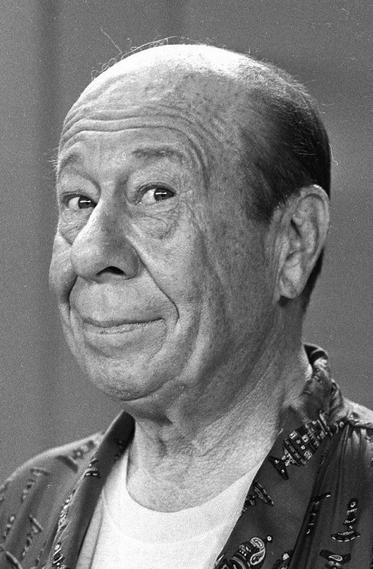 """*BERT LAHR~born: Aug 13, 1895,New York, New York USA. Death: Dec 4, 1967, New York City, USA (hemorrhage + pneumonia) Birth name: Lahrheim. Starred in """"The Wizard of Oz"""" as the Cowardly Lion, 1939. He has been known for being in burlesque, vaudeville + Broadway.Dropped out of high school at 15 for a juvenile vaudeville act, worked his way up to top billing of the Columbia Burlesque Circuit....died in 1967."""