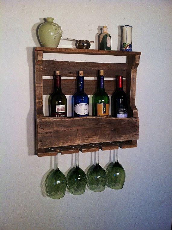 Casier à vin rustique faits à 100 % bois régénérée. Acheter 2 unités et sauver les 9 millions de Dollars. Ces bouteilles de vin sont seulement 18-20 pouces de long et sont conçus pour sadapter à un mur plus petit. Idéal pour une utilisation dans un appartement ou une cuisine plus petite avec lespace limité de mur. Grands lacs récupéré prend soin de maintenir lintégrité de la pièce de chaque et de garder laspect vieilli, rustique chic, primitif autant que possible. Mais vous devez comprendre…