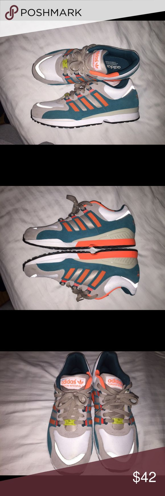 Adidas Torsion 9.5/10 condition. Classic adidas runner torsion Adidas Shoes Sneakers