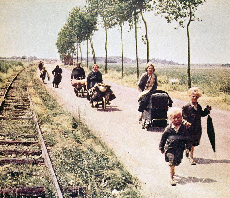 Montrer la défaite et l'exode. Après la percée de Sedan du 13 mai 1940 et la victoire de l'armée allemande lors de la Bataille de France (mai-juin 1940), huit à dix millions de civils français envahissent les routes décidés à fuir l'ennemi. Parmi les soldats français en retraite, ces «exodiens» (Jean-Pierre Azéma) sont présents sur tout le territoire, particulièrement dans le nord et l'est du pays.S'ils prennent parfois la direction du sud et de l'ouest ils erren...