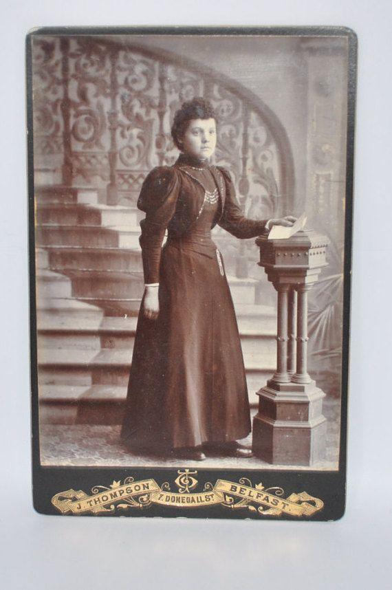 Irische Kabinett Card von jungen Frauen im von PhotoVintageBoutique