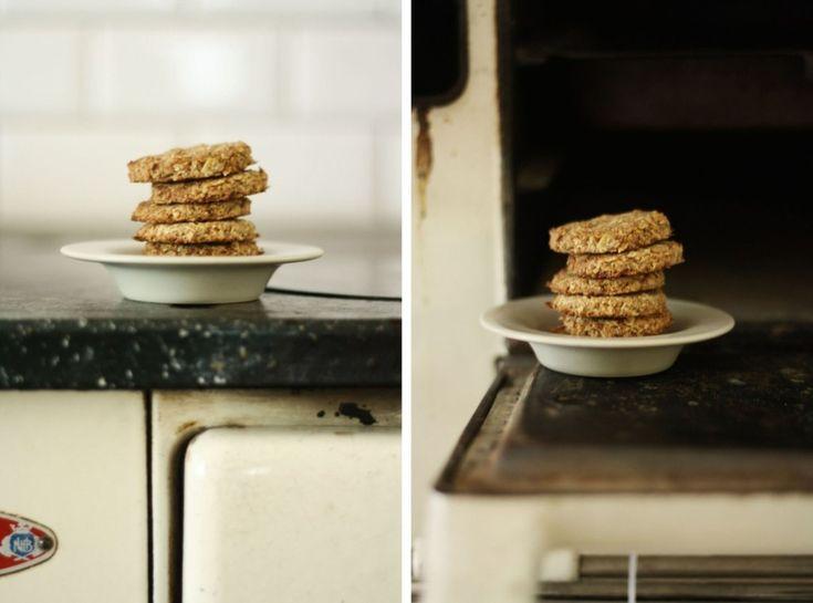 Děvče u plotny - Ovesné sušenky se skořicí