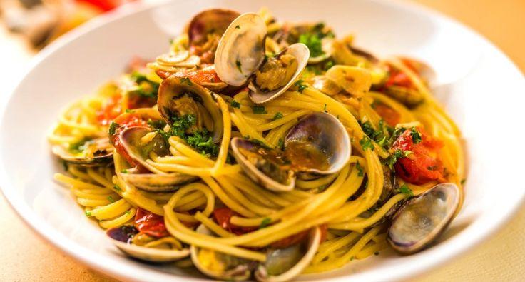 Vénuszkagylós spagetti recept (Spaghetti alle vongole): Ez a vénuszkagylós spagetti recept (olasz nevén: Spaghetti alle vongole) egy klasszikus olasz fogás! Friss, gyors, finom, egészséges! Ha van rá módod, mindenképp próbáld ki!