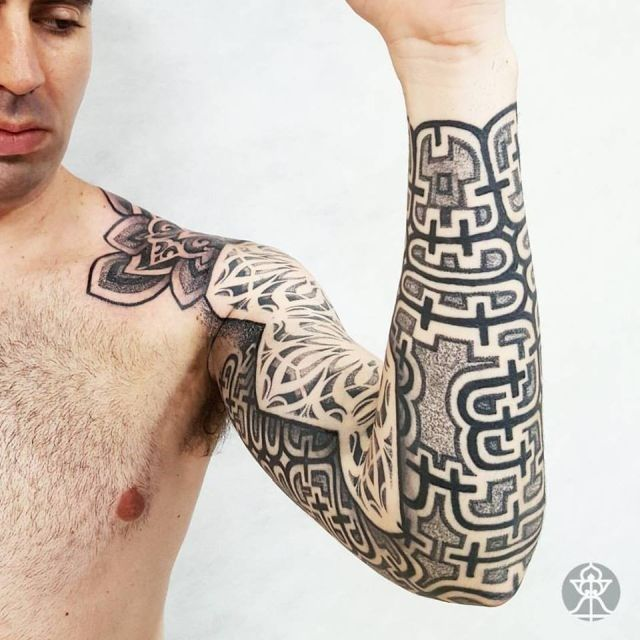 Veja as lindíssimas tatuagens do brasileiro que cria tribais amazônicos