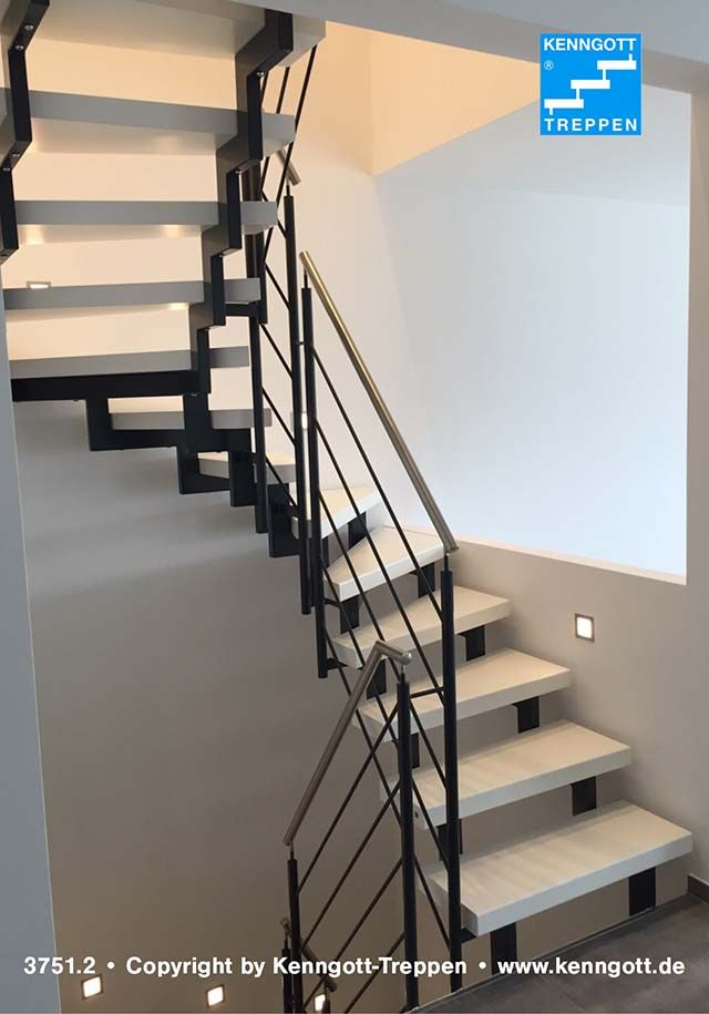 ZWEIHOLMTREPPE Stufen Esche weiß Longlife  Stufenmaterial Esche weiß Longlife, Rechteckrohrprofile und Geländertyp 310 (Stabstahlgeländer) Reling. Handlauf aus Edelstahl