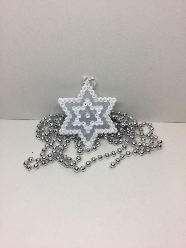 Kerst ster, Hama kralen Perler kralen, Tree decoratie, home decoratie, zekering kralen, Kerstmis, kerstboom decoratie door TCAshop op Etsy https://www.etsy.com/nl/listing/248286230/kerst-ster-hama-kralen-perler-kralen