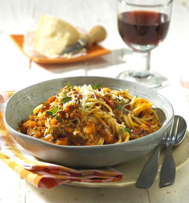 Unser beliebtes Rezept für Spaghetti mit Kürbis-Bolognese und mehr als 55.000 weitere kostenlose Rezepte auf LECKER.de.