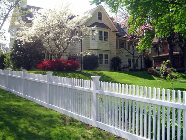 Image from http://st.houzz.com/simgs/0c914c70005fbdc4_4-1787/traditional-home-fencing-and-gates.jpg.