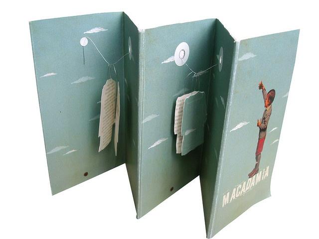 "Folleto ""MACADAMIA"" Cara A by natiaborda // #brochure #folds #cutout"