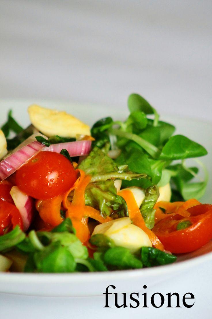 insalata mista con pomodorini e mozzarella