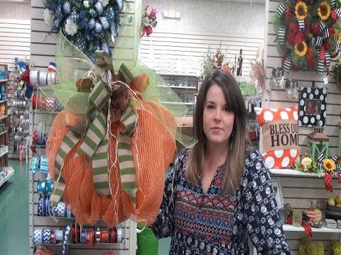 That Wreath Lady Pumpkin Mesh Wreath Tutorial - YouTube