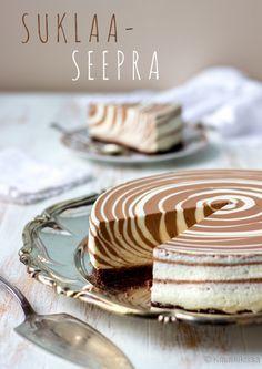 Suklaaseepra  Suklaan makuinen seeprakakku on suosikkejani. Sen reseptiä on kyselty monesti, ja vaikka en yleensä julkaise kirjoissa olleita reseptejä netissä, teen tämän kohdalla nyt poikkeuksen.
