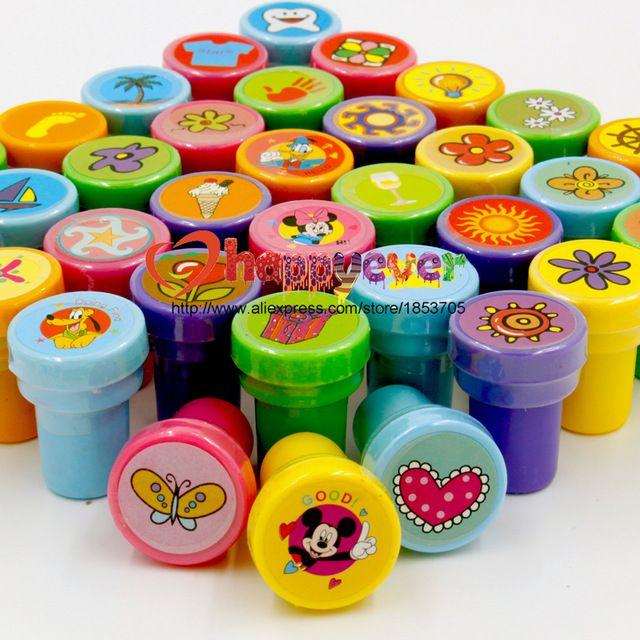 36 PCS auto - encre timbres enfants cotillons fournitures pour l'anniversaire cadeau de noël garçon fille sac de cadeaux Pinata charges papeterie Fun