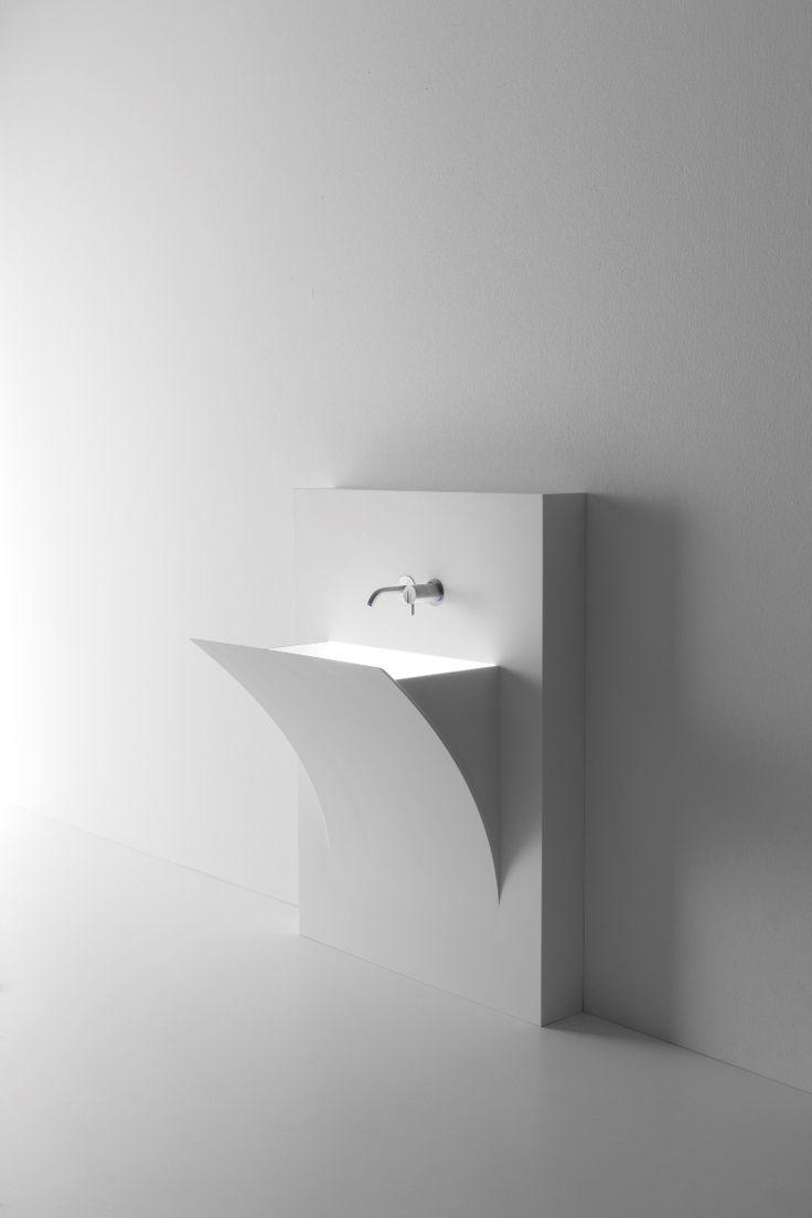 Blijft een mooie wastafelvorm van Antoniolupi. De Fuori Strappo is nu ook beschikbaar als los te plaatsen wastafel.