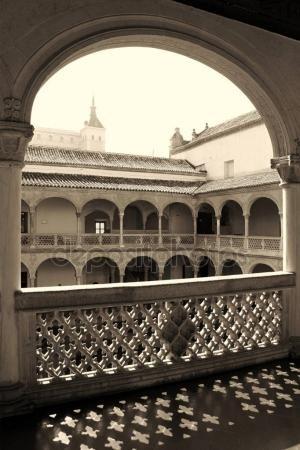 Descargar - Patio renacentista del Museo de Santa Cruz en Toledo, España — Imagen de stock #161840216