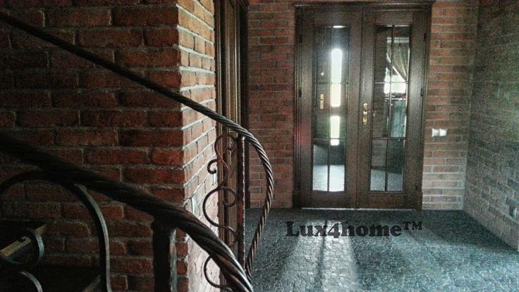 Czarna #mozaika kamienna - Mozaika marmurowa Maluku Black od #Lux4home™  Mozaika na podłodze - podłogi z kamienia w salonie