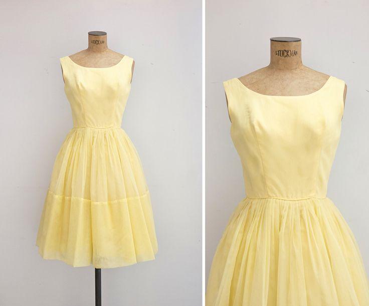 Vintage jaren 1950 gele passen en gewone jurk flare. Mouwloos bovenlijfje met ronde hals, cirkel rok met drie lagen (één is gemaakt van
