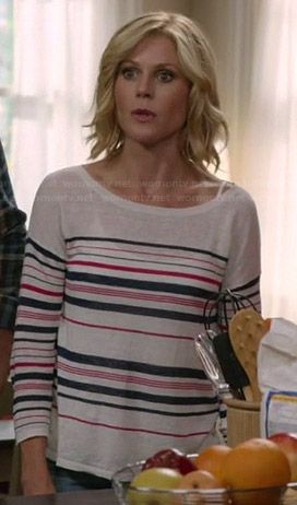 Claire's pink and navy striped sweater on Modern Family. Outfit Details: http://wornontv.net/37125/ #ModernFamily