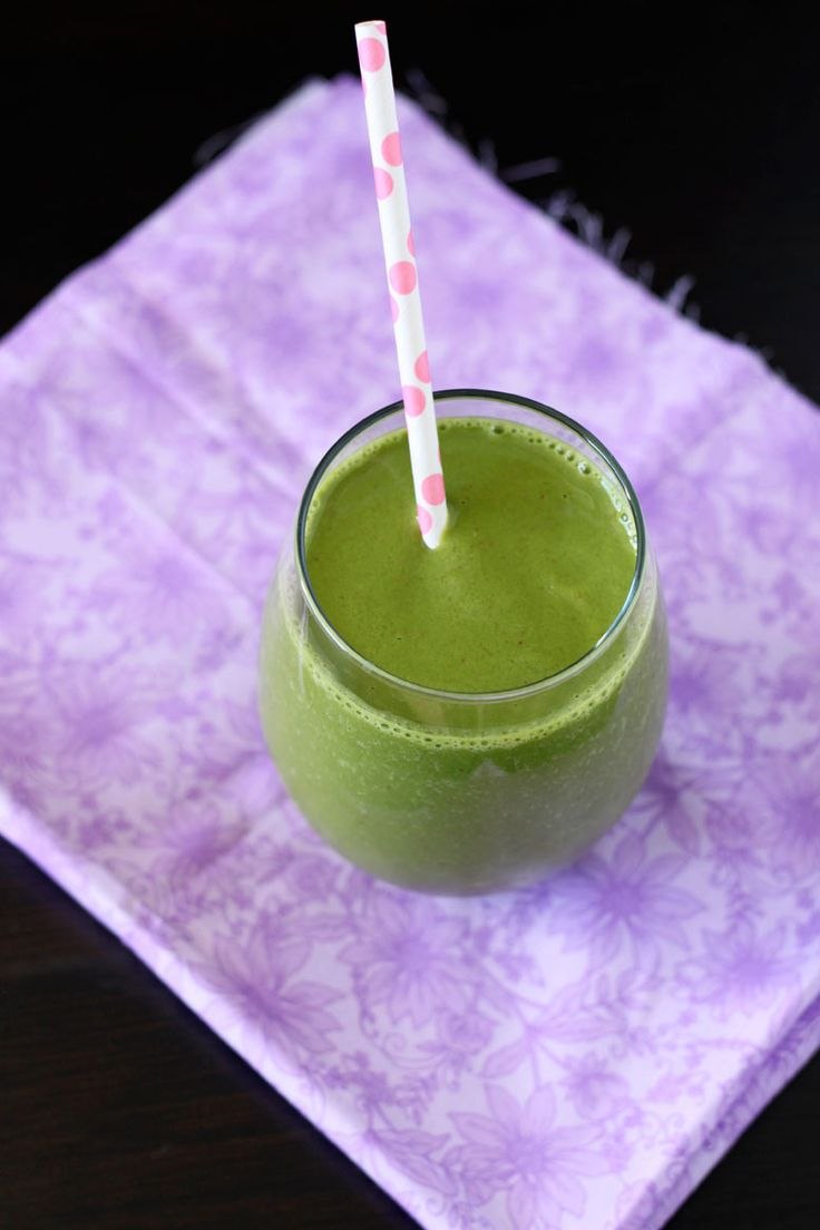 Strawberry Spinach Smoothie   www.reciperunner.com   A healthy and delicious way to start the day, you won't even know there is spinach in it!