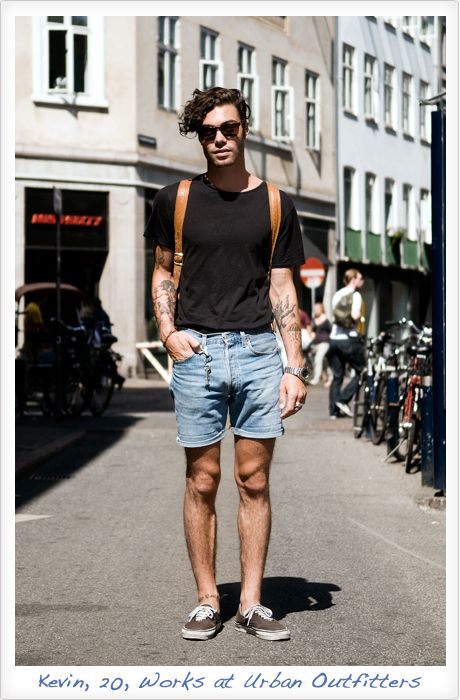 summer , black tee tshirt , light wash jean shorts . dont like the shirt tucked in | More outfits like this on the Stylekick app! Download at http://app.stylekick.com